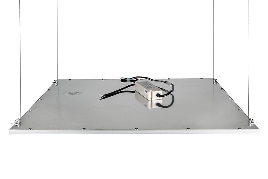 LED panel zavěšený na lankách + zdroj